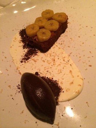 Pujol : Bizcocho de caramelo con plátano, crema y chocolate