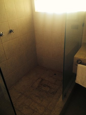 "Copacabana Hotel & Suites: The nasty shower in the ""suite"""