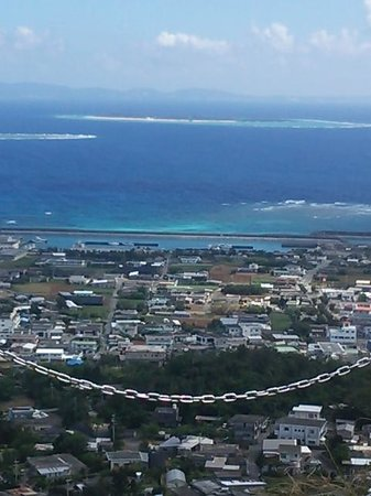 Mt. Iegusuku : 頂上から水納島方向