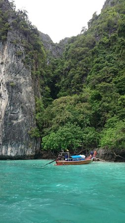 Phi Phi Islands: Monkey BEach at tide