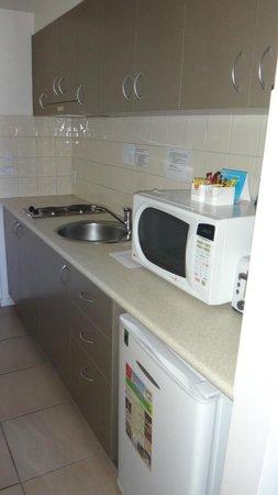 Metro Advance Apartments & Hotel Darwin : Kitchenette