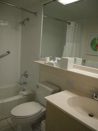 Shoreline Hotel Waikiki: バスルーム
