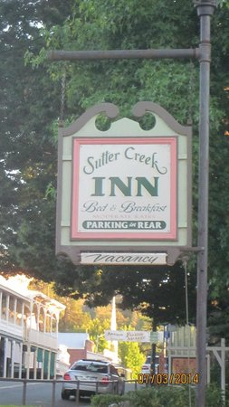 Sutter Creek Inn: Inn sign