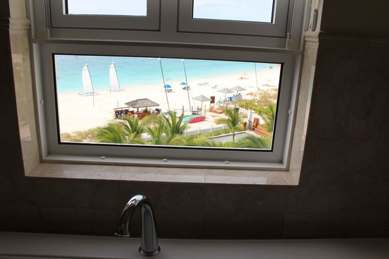 Seven Stars Resort & Spa: view of Grace Bay from our bathroom