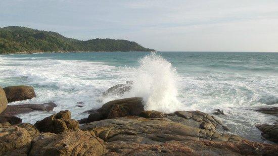 Mom Tri's Villa Royale: waves hitting the rocks at Mom Tri