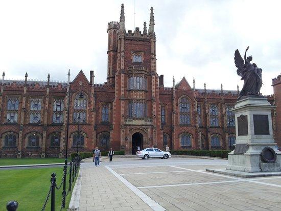 Belfast City Sightseeing : Queens University, Belfast
