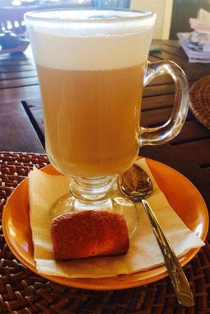 Cocos Beach Restaurant, Novotel Bali Benoa : Coffee Latte at Novotel Bali Benoa