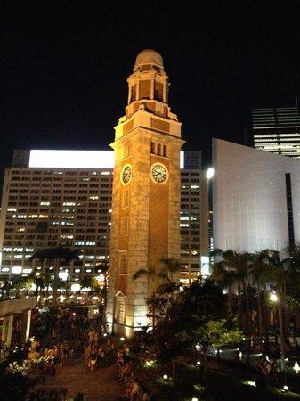 Victoria Harbour: 時計塔