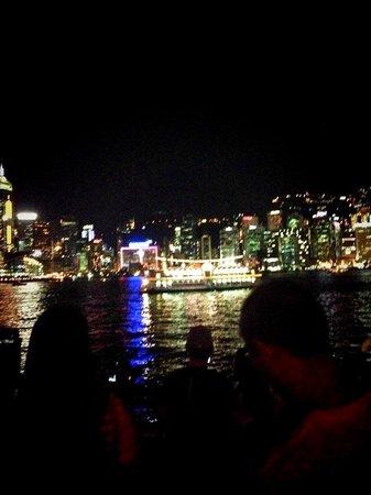 Victoria Harbour: 香港島を観る