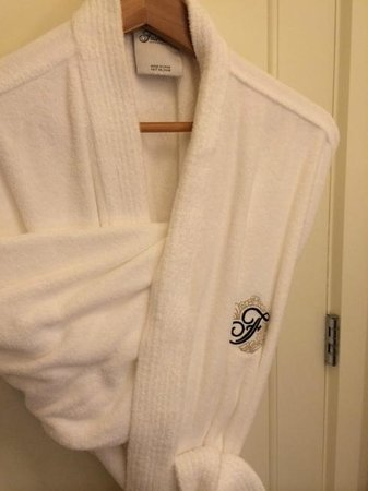 Fairmont Sonoma Mission Inn & Spa: Plush and comfortable bathrobes were provided.