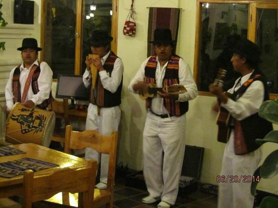 """La Posada del Quinde: Andean musicians - """"there were more in the audience"""""""