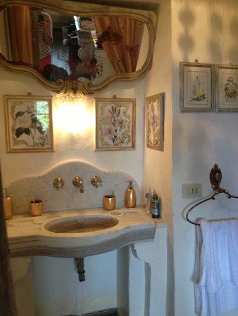 Lupaia : Lovely bathroom