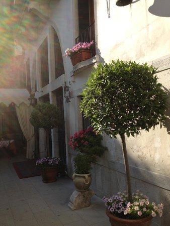 Hotel Palazzo Abadessa: Entrance