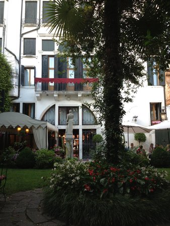 Hotel Palazzo Abadessa: Garden
