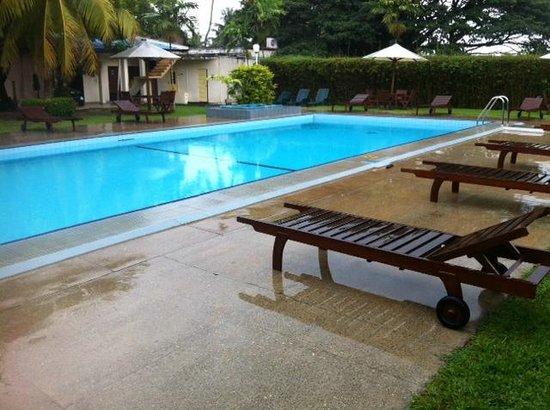 Ramada Katunayake Colombo International Airport: Pool Area