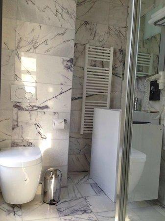 Hotel Retro: bath