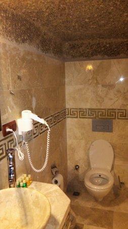 Travellers' Cave Pension: Bathroom