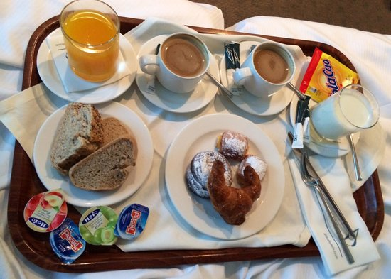 Abba Playa Gijon : Desayuno servido en habitacion