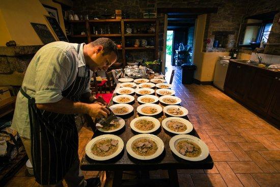 La Tavola Marche Agriturismo & Cooking School: Jason in the Kitchen