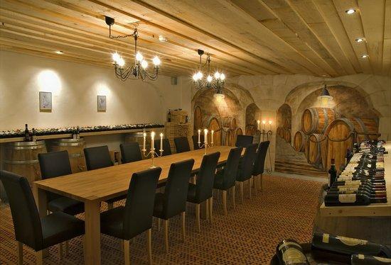 Waldhotel National: Weingalerie