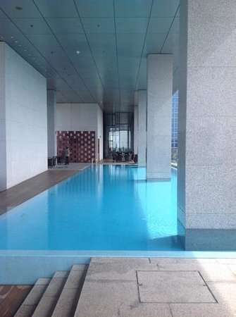 Oasia Hotel Novena, Singapore by Far East Hospitality: Club level swimming pool