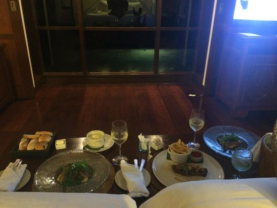 Hanging Gardens of Bali : Our room service with a view
