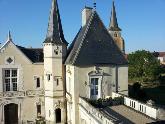 Château Sainte Sabine : Another view of former castle