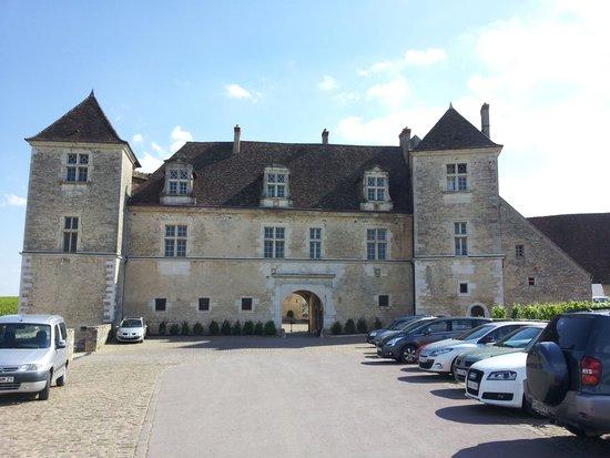 Château Sainte Sabine : view from car park entrance