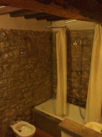 Casa Morgana: il bagno in pietra