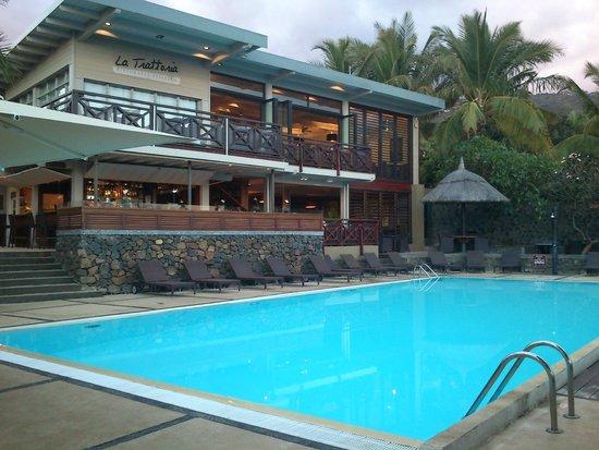Iloha Seaview Hotel: Grande piscine principal