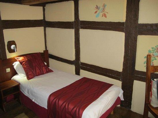 Hotel De La Couronne : Chambre triple - lit individuel
