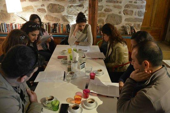 Hich Hotel Konya: Hz Mevlana yı ziyaret etmeden önce burada biraz öğretileriyle temas edip ruhumuzu dinginleştirdi