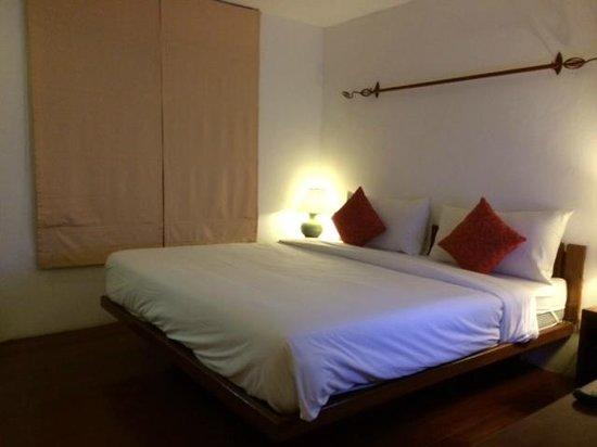 Malibu Koh Samui Resort & Beach Club: บรรยากาศในห้อง เตียงใหญ่