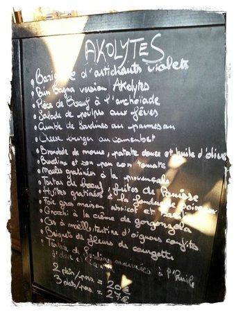 Les Akolytes