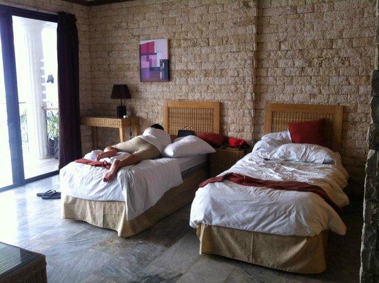 Eden Resort: =)