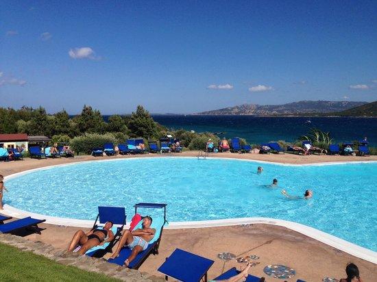 Park Hotel Cala di Lepre & Spa: Pool mit Meer im Hintergrund