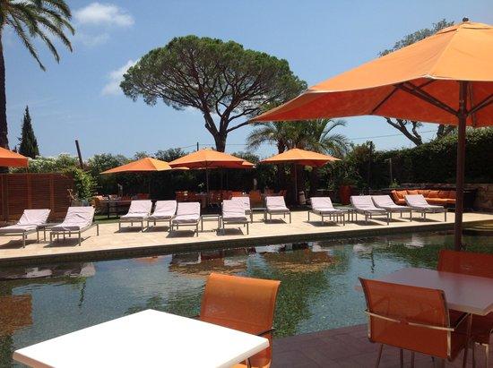 La Bastide de Ramatuelle : Piscine et terrasse