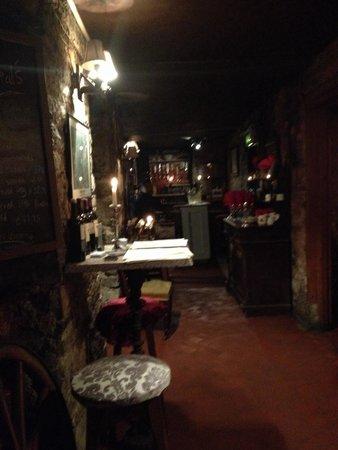 Finnegan's Wine Cellar Restaurant: Entrance