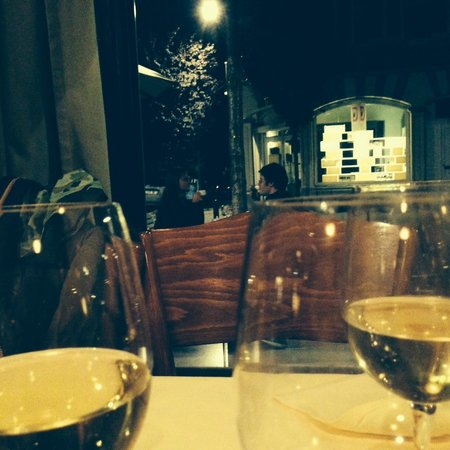 la canne en ville: Un cadre familier, les vieux carrelages au mur, des tables nappées, parfait.