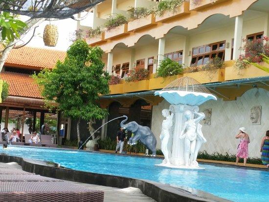 Febri's Hotel & Spa: Pool Area