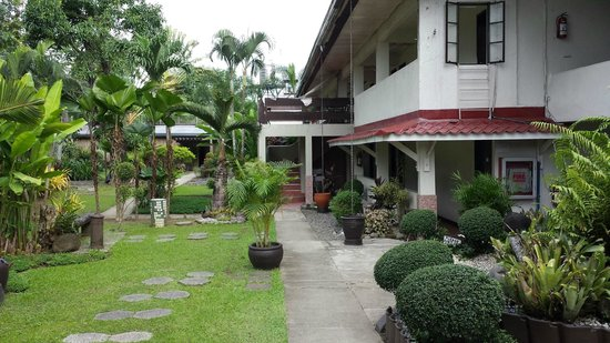 Riverview Resort & Conference Center: Hotel and garden view