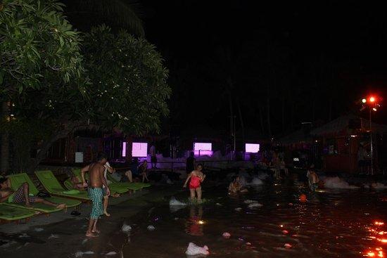 Hard Rock Hotel Pattaya : foam party