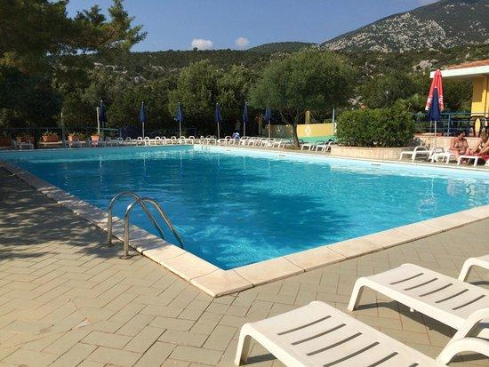 Hotel Smeraldo: La piscina esterna (senza costi aggiuntivi se nel pacchetto è presente almeno la colazione)