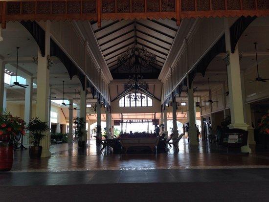 Sofitel Krabi Phokeethra Golf & Spa Resort: Beautiful entrance