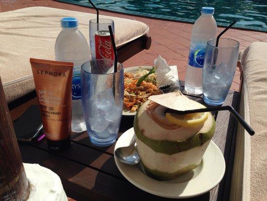 Sofitel Krabi Phokeethra Golf & Spa Resort : Pool bar food