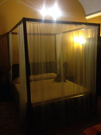 Holland International Rooms: letto matrimoniale