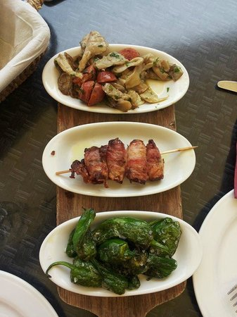 Restaurant Florian: Tapas: Pimientos de Padron, Bacon filled with Datels, Chorizo with oyster mushroom
