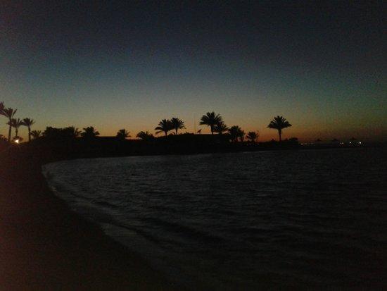 Movie Gate - Golden Beach Hotel: закат