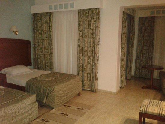 Movie Gate - Golden Beach Hotel: номер в бунгало