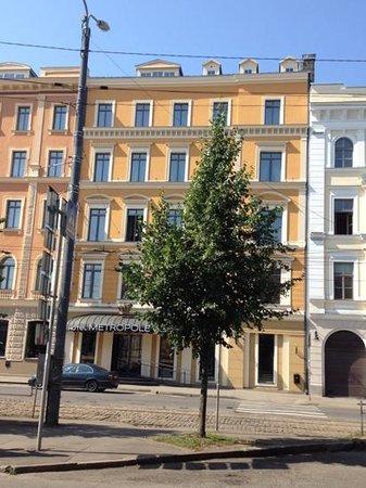 SemaraH Hotel Metropole: Strassenansicht